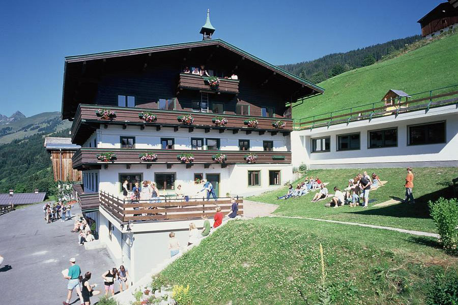 Wallegghof - Außenansicht im Sommer