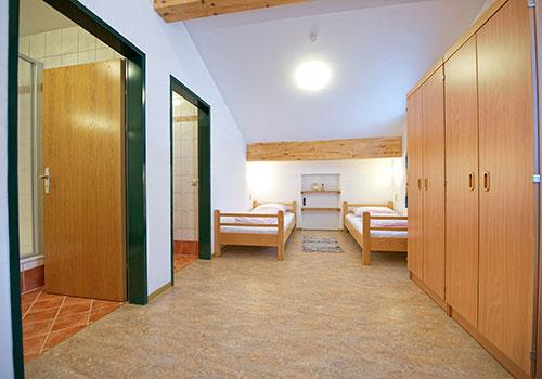 Zimmer - 2 Einzelbetten, Schrank