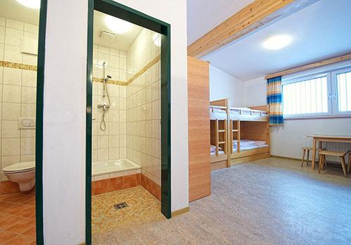 Zimmer - 4 Stockbetten, Badezimmer